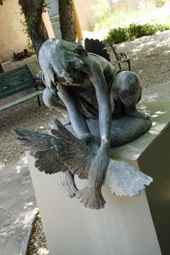 Taos statue