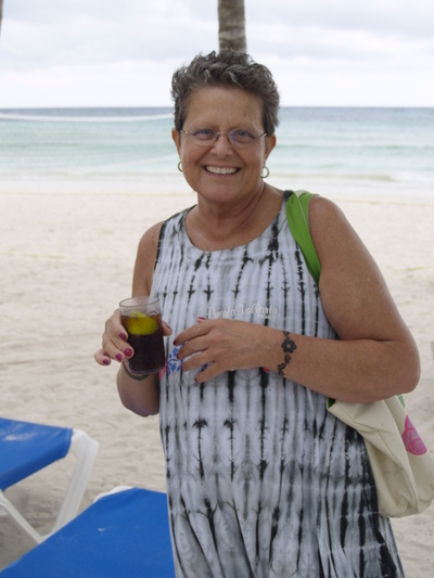 Linda_on_the_beach_2