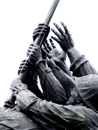 Hands_of_iwo_jima